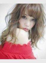 外国人風アッシュカラー(髪型セミロング)