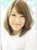 ゴールドベージュ(髪型ミディアム)