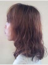 サイドからのスタイル(髪型ミディアム)