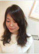 アッシュブラウン(髪型ミディアム)