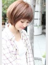 丸みのあるスタイル(髪型ショートヘア)