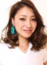 サマー・ミディアム(髪型ミディアム)